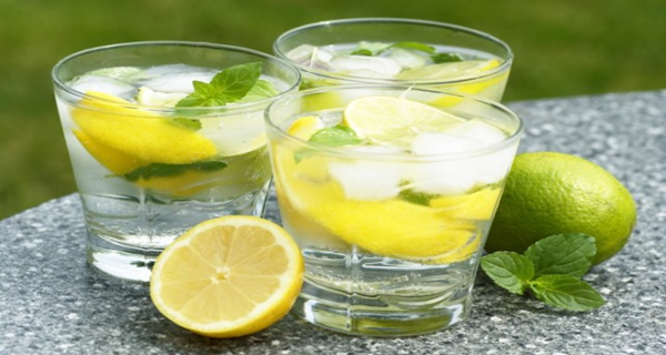 Flat tummy water is a great natural drink to help you lose belly fat and assist with weight loss in general. Water infusion recipes to help get a flatter tummy are also delicious and pleasurable to drink.